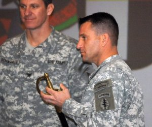 No badges on the commander of 7th Special Forces Group's commander