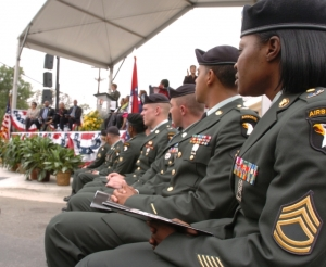 Note the black berets with the 101st Airborne Division patches